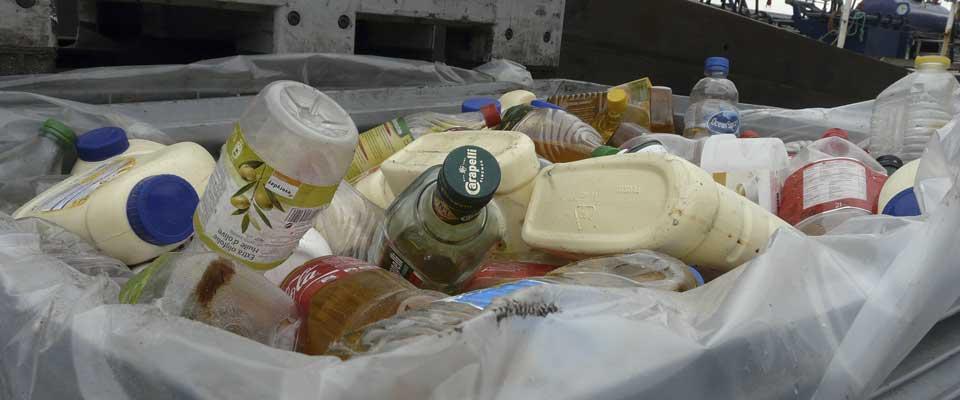 Behälter mit Reststoffen wie Altfett, Speiseöl, Speisereste